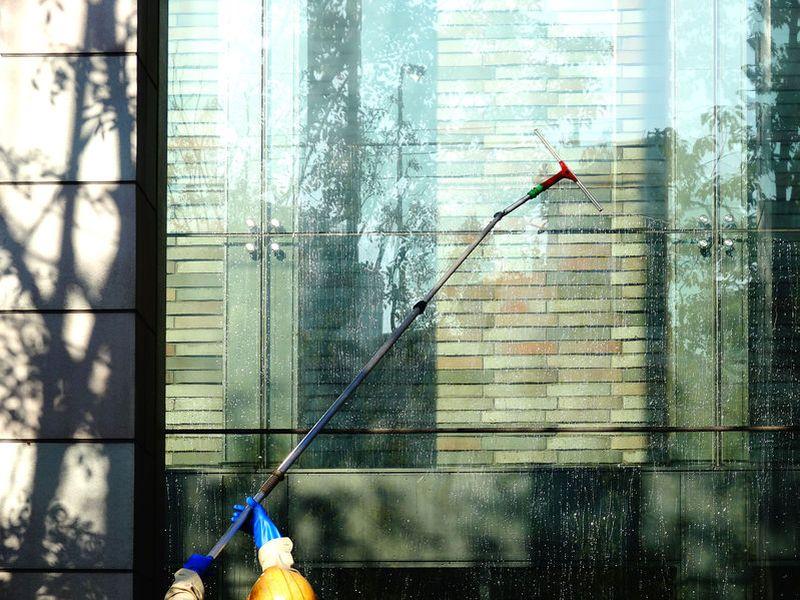 Hohenarbeiten Wien Fenster Putzen Fassadenreinigung Eine