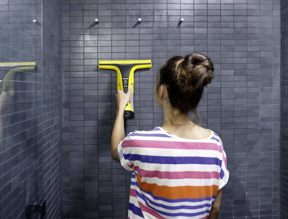 WV_6_bathroom_yellow_app_03_CI15_96 dpi (jpg)